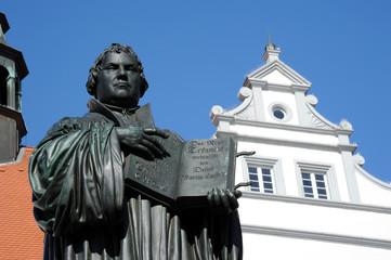 Lutherdenkmal vor dem Rathaus Wittenberg Detail