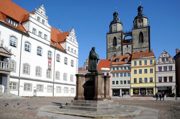Luther Denkmal Wittenberg und Stadtkirche