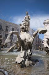 Siracusa (Sicilia), Fontana di Artemide in Piazza Archimede.