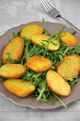 Rucola mit Bratkartoffeln