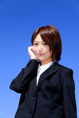 女性新入社員/喜びと楽しみ/青空