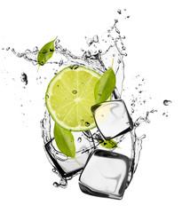 Limonki z kostkami lodu
