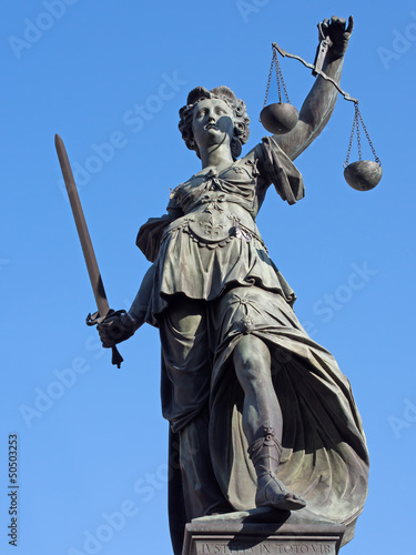 Justitia Frontal