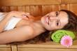 junge Frau in der Sauna 2