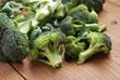 broccoli sul tavolo di legno