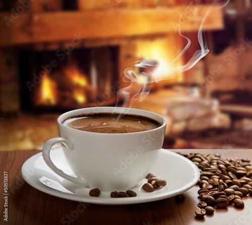goraca-kawa-przy-kominku
