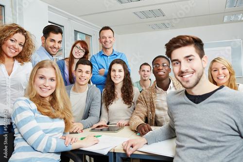 Leinwandbild Motiv Studenten mit Lehrer und Tablet Computer