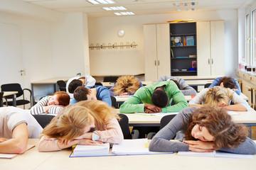 Viele Schüler schlafen im Unterricht