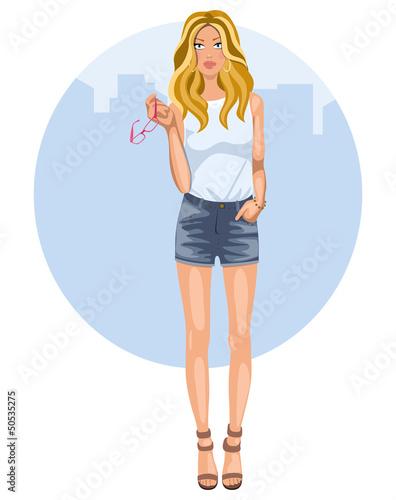 Mujer joven con tejanos cortos y tacones