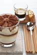 Herrengedeck aus Tiramisu, Espresso und Cantuccini