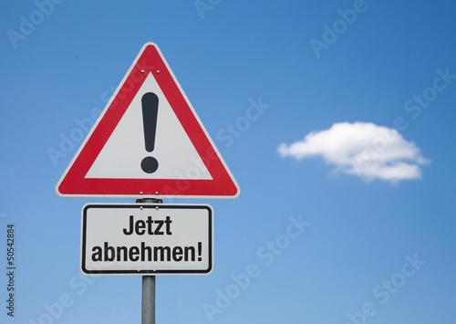 Achtung-Schild mit Wolke JETZT ABNEHMEN!