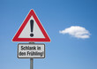 Achtung-Schild mit Wolke SCHLANK IN DEN FRÜHLING!