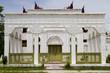 edificio bianco nel palazzo reale di mandalay