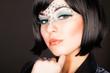 junge sexy Frau mit Strassstein-Makeup