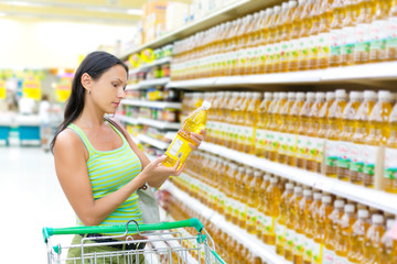 woman buying sunflower oil