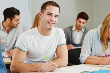 Student lernt im Kurs eines College