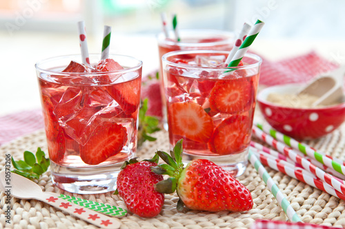 canvas print picture Homemade strawberry lemonade