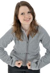 Junge Frau in grauem Freizeitanzug