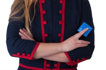 dominante junge blondine mit blauem Kondom in der Hand