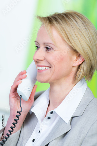 anwältin am telefon