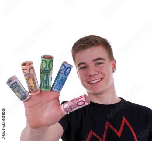 Teenager zeigt Euroscheine