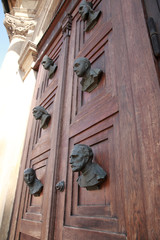 Busts on the door of Mariacki door