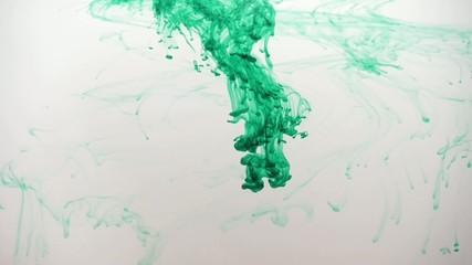 Tinte in Wasser (verschiedene Farben)