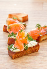 Fried toast with salted salmon