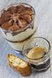 Tiramisu mit Espresso-Kaffee und Cantuccini