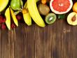 Früchte auf Holz