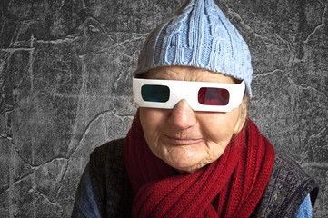 Elderly woman with anaglyph 3D glasses