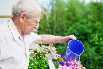Concentrated Senior Watering Flowers