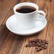 Kaffeetasse mit Bohnen auf Holz III