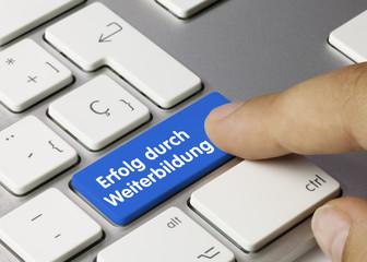 Erfolg durch Weiterbildung Tastatur Finger