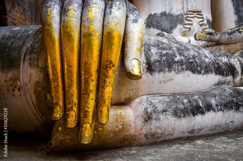 szczegol-piekna-zlota-reka-buddha-sukhothai
