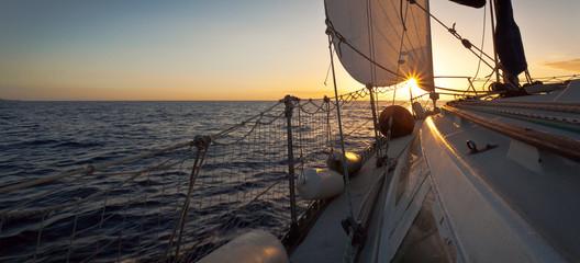 Crépuscule à bord d'un voilier