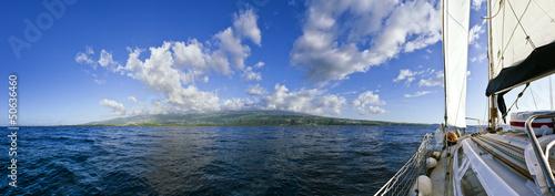 Ile de La Réunion vue depuis un voilier