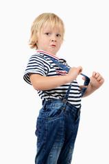 Junge mit Hosenträger