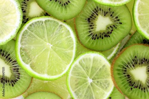 kiwi-i-wapno-pokrajac-tlo