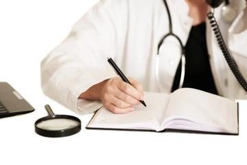 Ärztin am Schreibtisch
