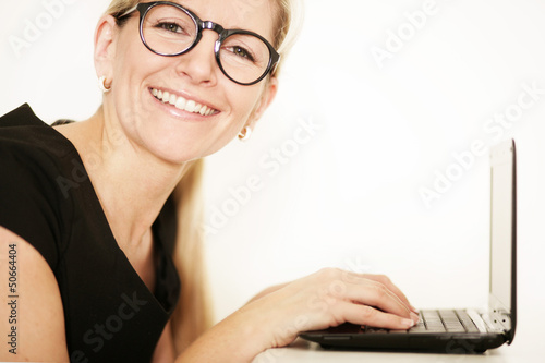 Frau am Laptop