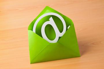 Email Logo in Umschlag