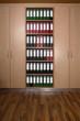 Büroschrank mit Aktenordnern, Holzboden