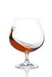 Cognac im Schwenker isoliert