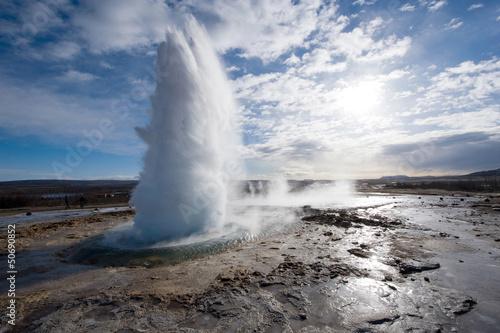 Geyser exloding w Islandii