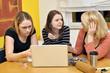 Junge Frauen beim Lernen