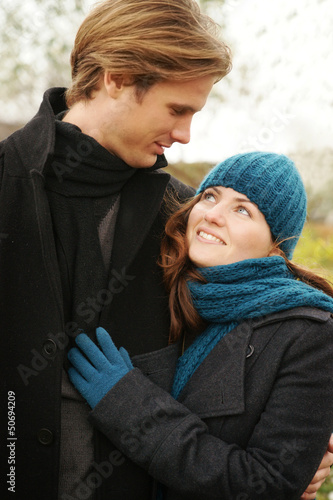 Junges Paar im Herbst Young Couple Outdoors