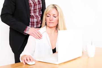 Angestellte wird belästigt