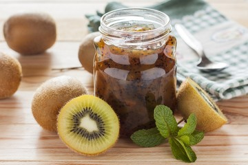 kiwi jam over wood table
