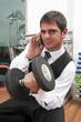 uoma d'affari con cellulare